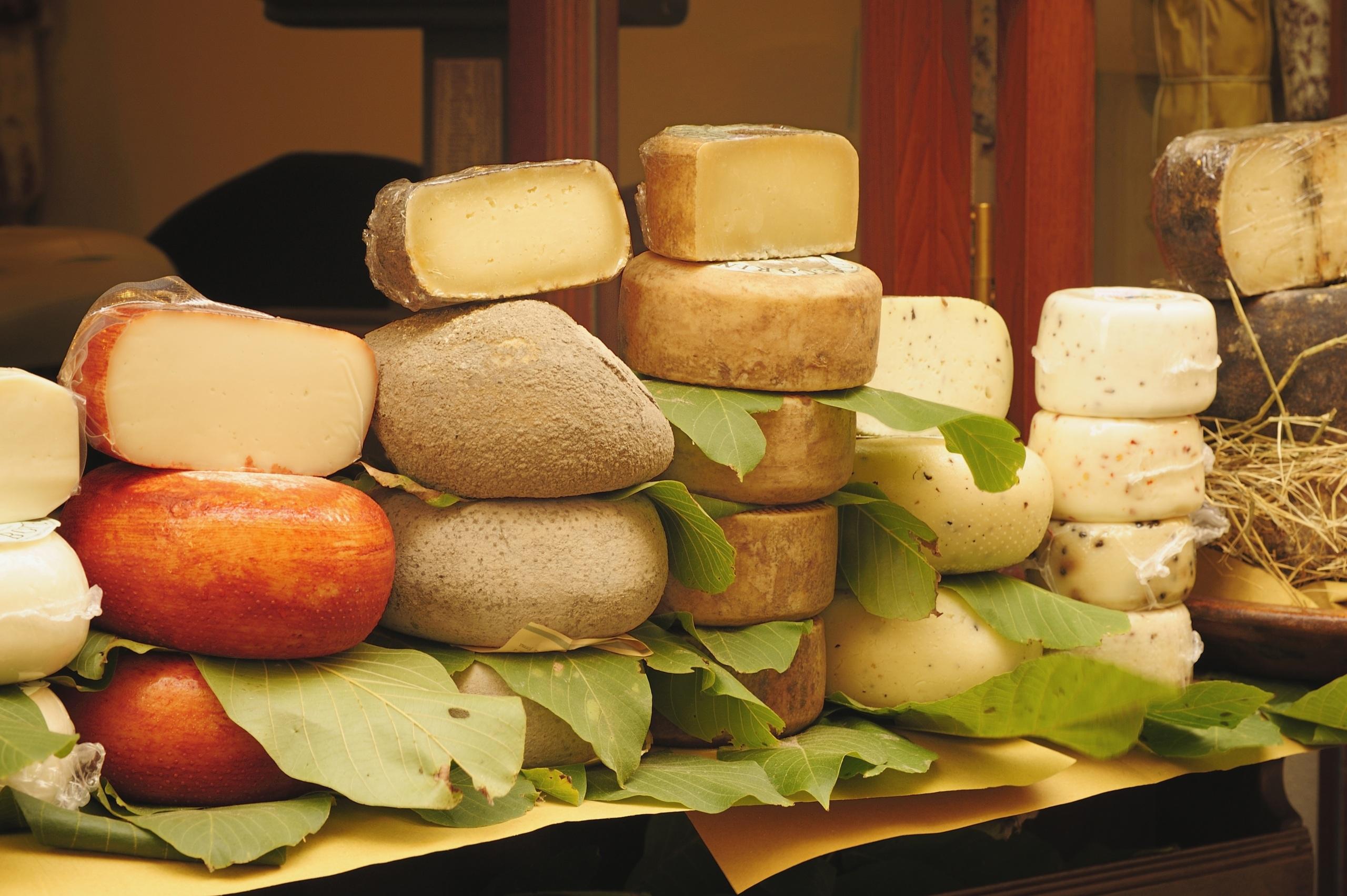 Картинка лист Сыры Продукты питания Много 2560x1703 Листья Листва Еда Пища