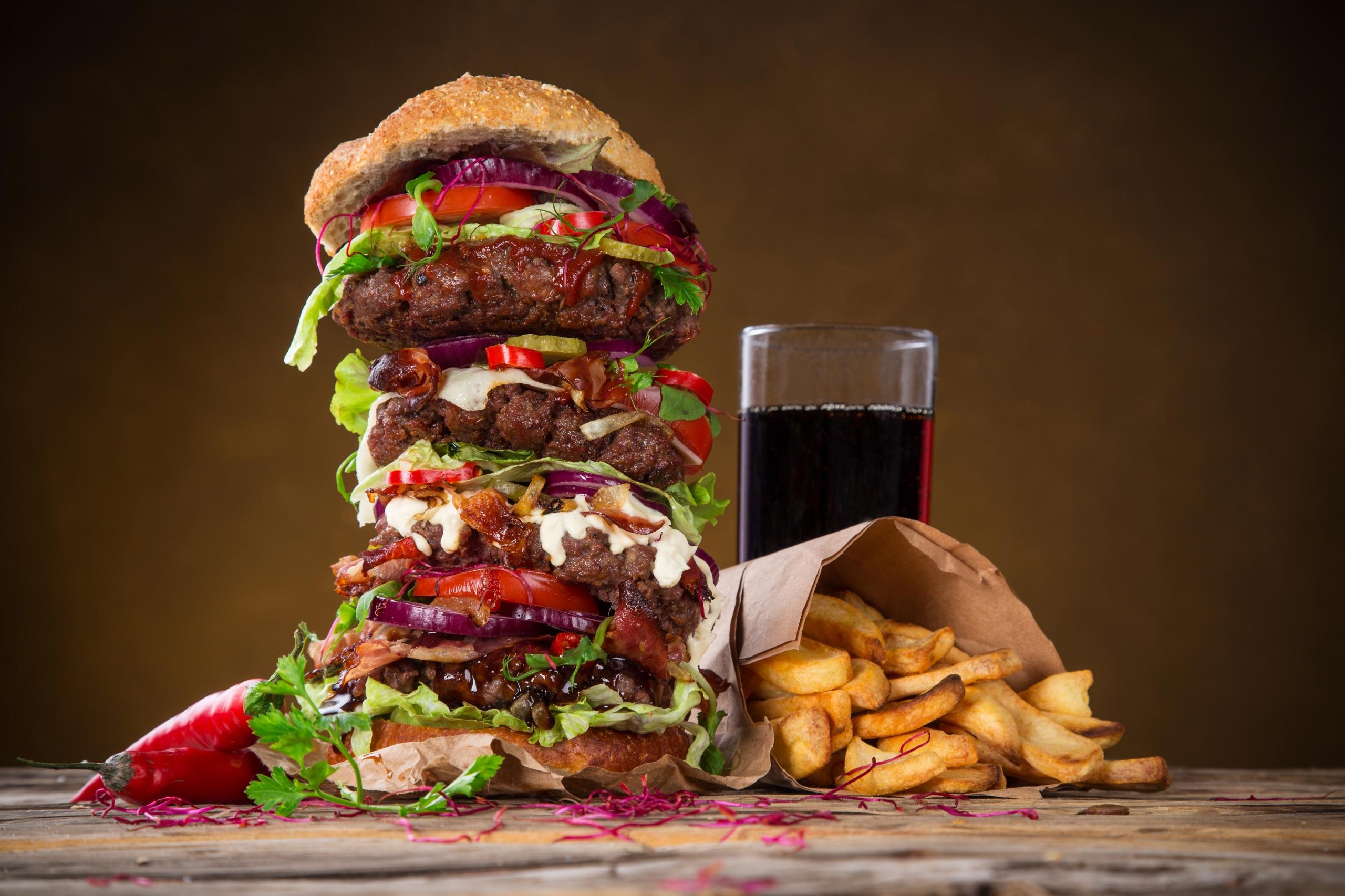 Обои Гамбургер Картофель фри Стакан Быстрое питание Продукты питания Напитки 2560x1706 стакана стакане Фастфуд Еда Пища