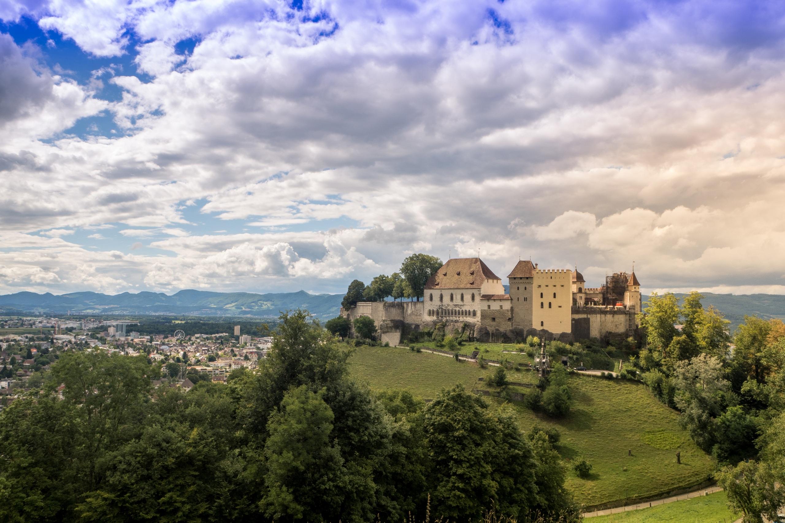 Фото Швейцария Lenzburg Castle Замки Небо Города Облака Ландшафтный дизайн 2560x1706