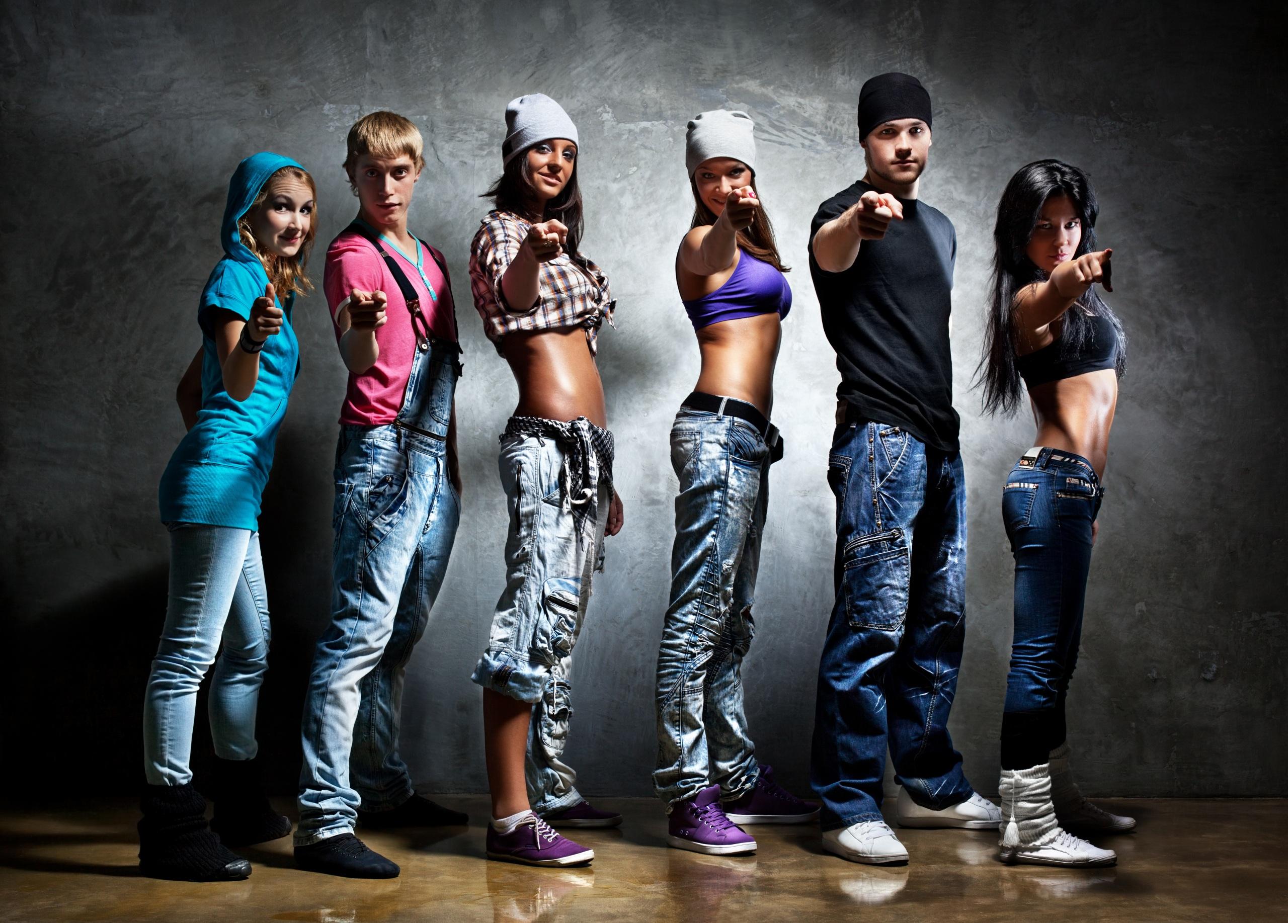 Обои для рабочего стола Мужчины танцует молодая женщина рука Взгляд 2560x1835 мужчина Танцы танцуют девушка Девушки молодые женщины Руки смотрят смотрит
