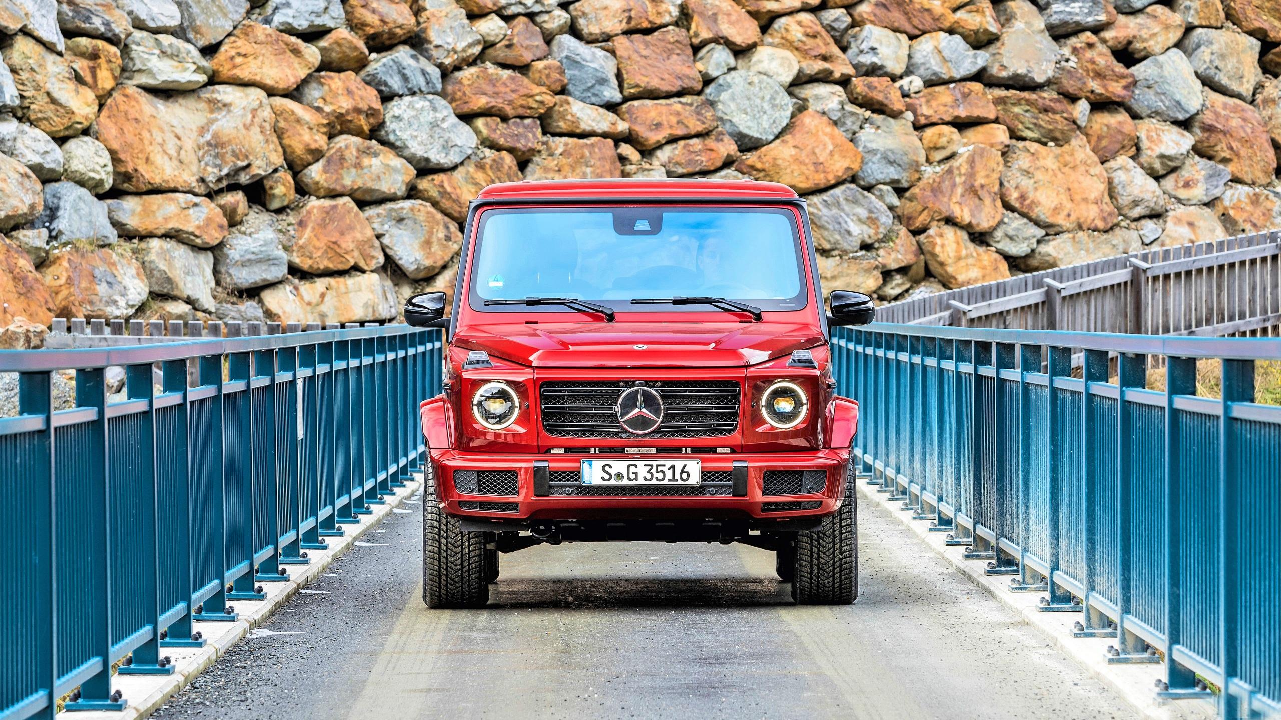 Картинки Mercedes-Benz Гелентваген G 350 d AMG Line Красный машины Спереди 2560x1440 Мерседес бенц G-класс красных красные красная авто машина автомобиль Автомобили