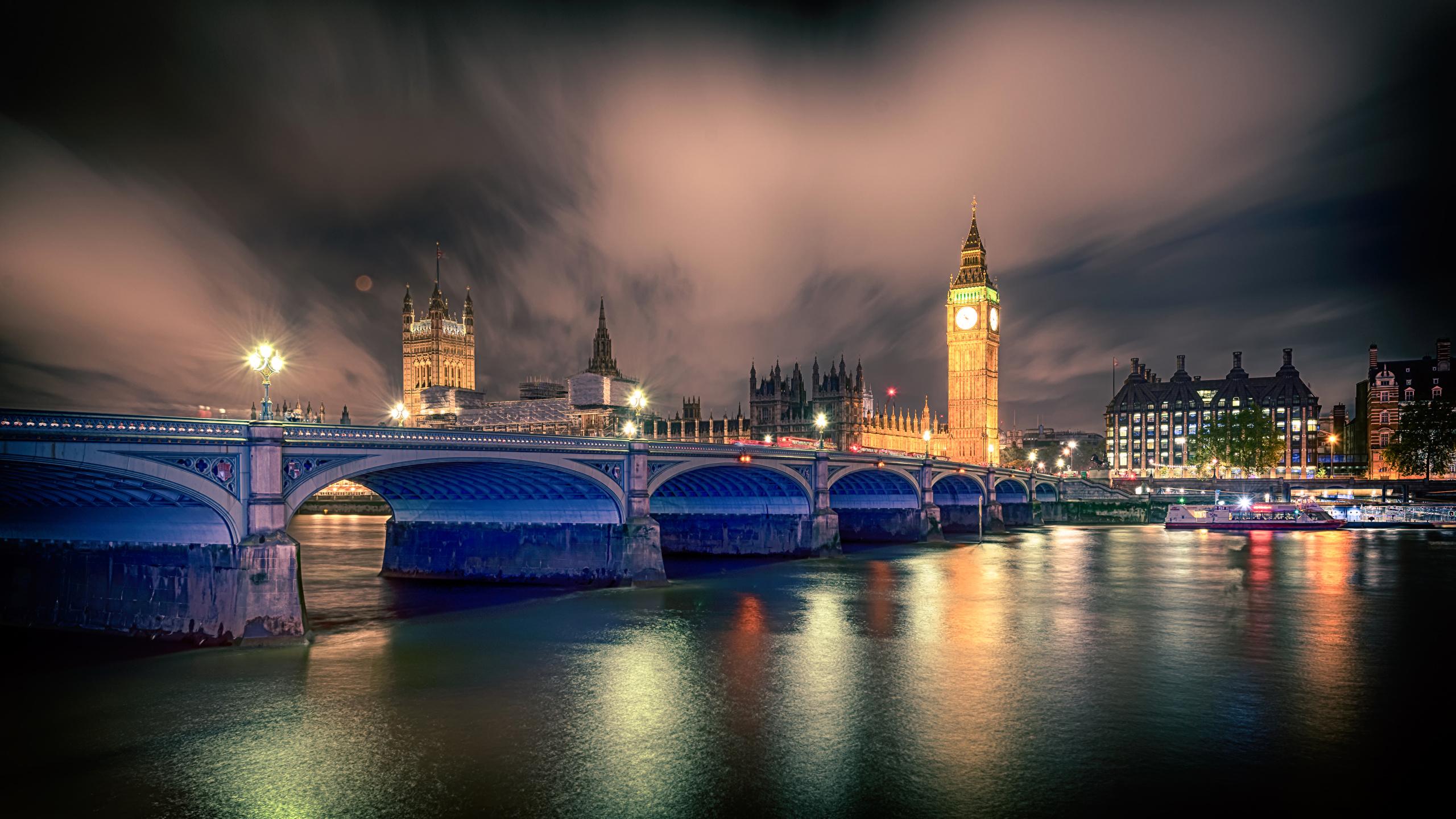 Фотография Биг-Бен лондоне Великобритания Мосты река ночью Уличные фонари город 2560x1440 Лондон мост Ночь Реки речка в ночи Ночные Города