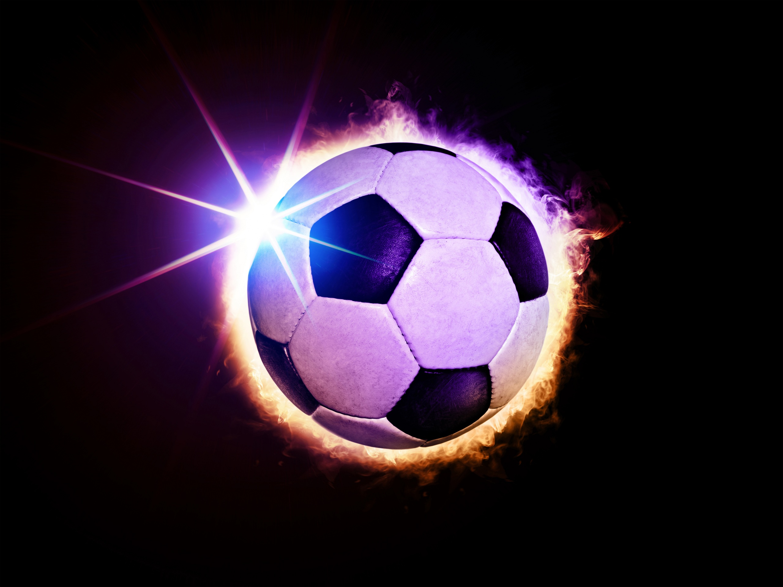Фотографии Лучи света Футбол спортивный Мяч Черный фон 2559x1920 Спорт спортивная спортивные Мячик на черном фоне
