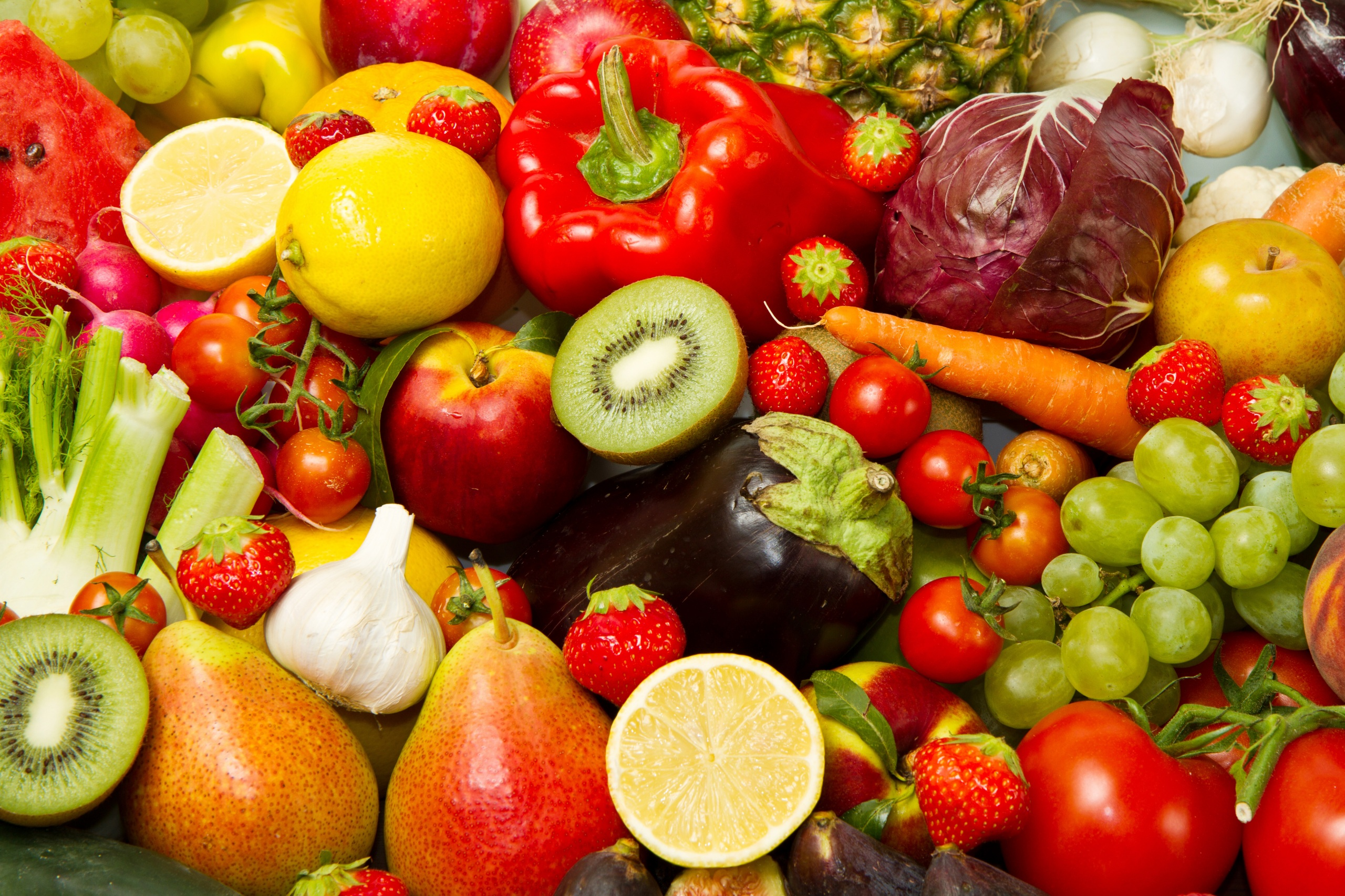 Картинки Баклажан Киви Груши Яблоки Виноград Еда Перец Овощи Фрукты 2560x1706 Пища Продукты питания