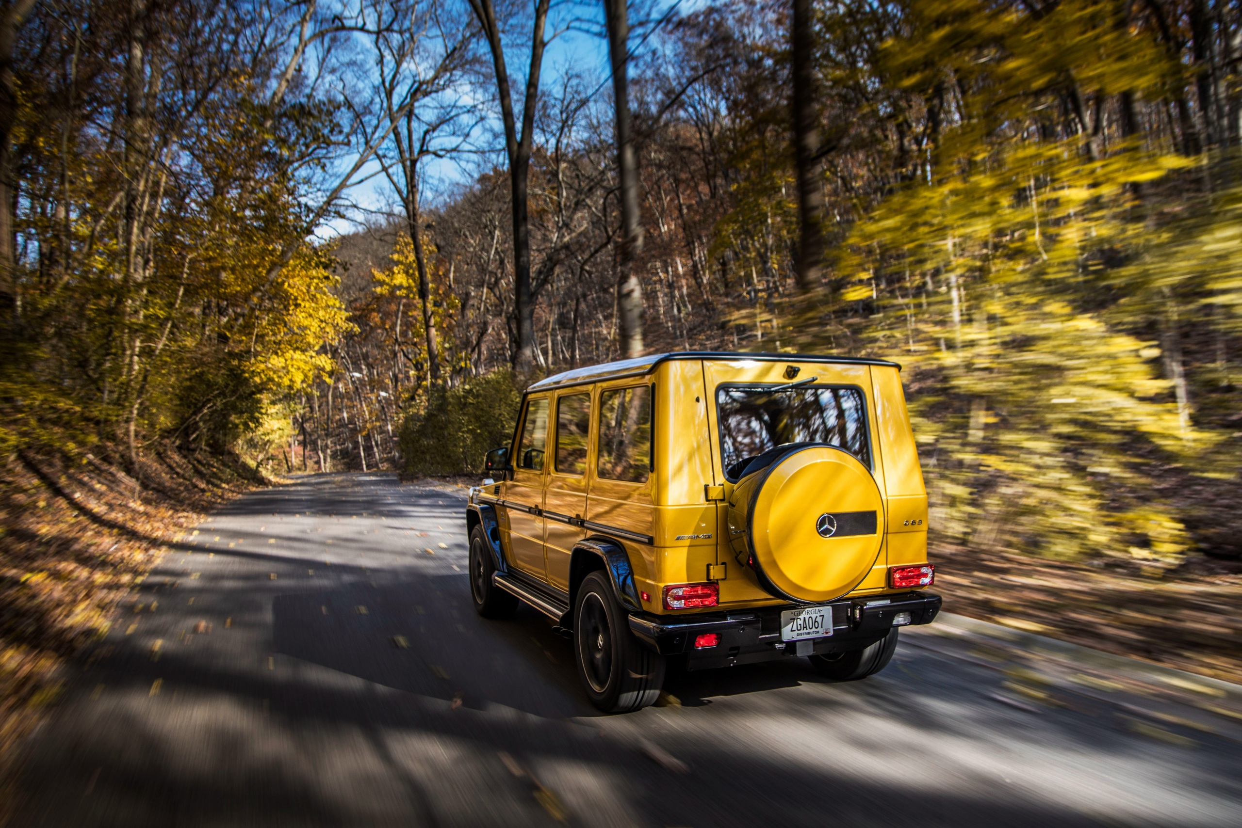 Картинки Mercedes-Benz G-класс AMG G63 2017 Colour Edition желтых скорость авто Сзади 2560x1708 Мерседес бенц Гелентваген Желтый желтые желтая едет едущий едущая Движение машина машины вид сзади автомобиль Автомобили