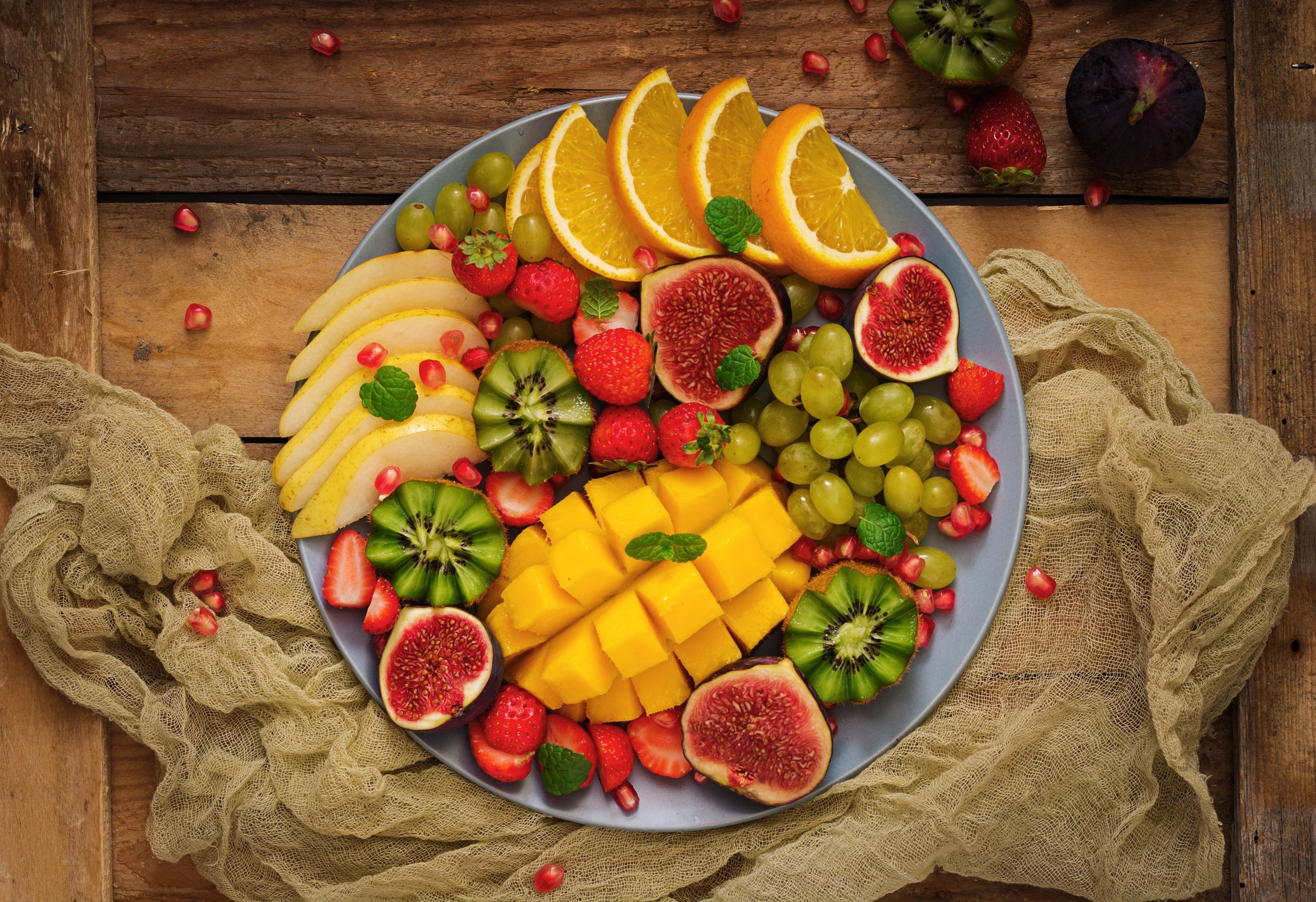 Картинки Инжир Манго Виноград Еда Фрукты 2560x1755 Пища Продукты питания