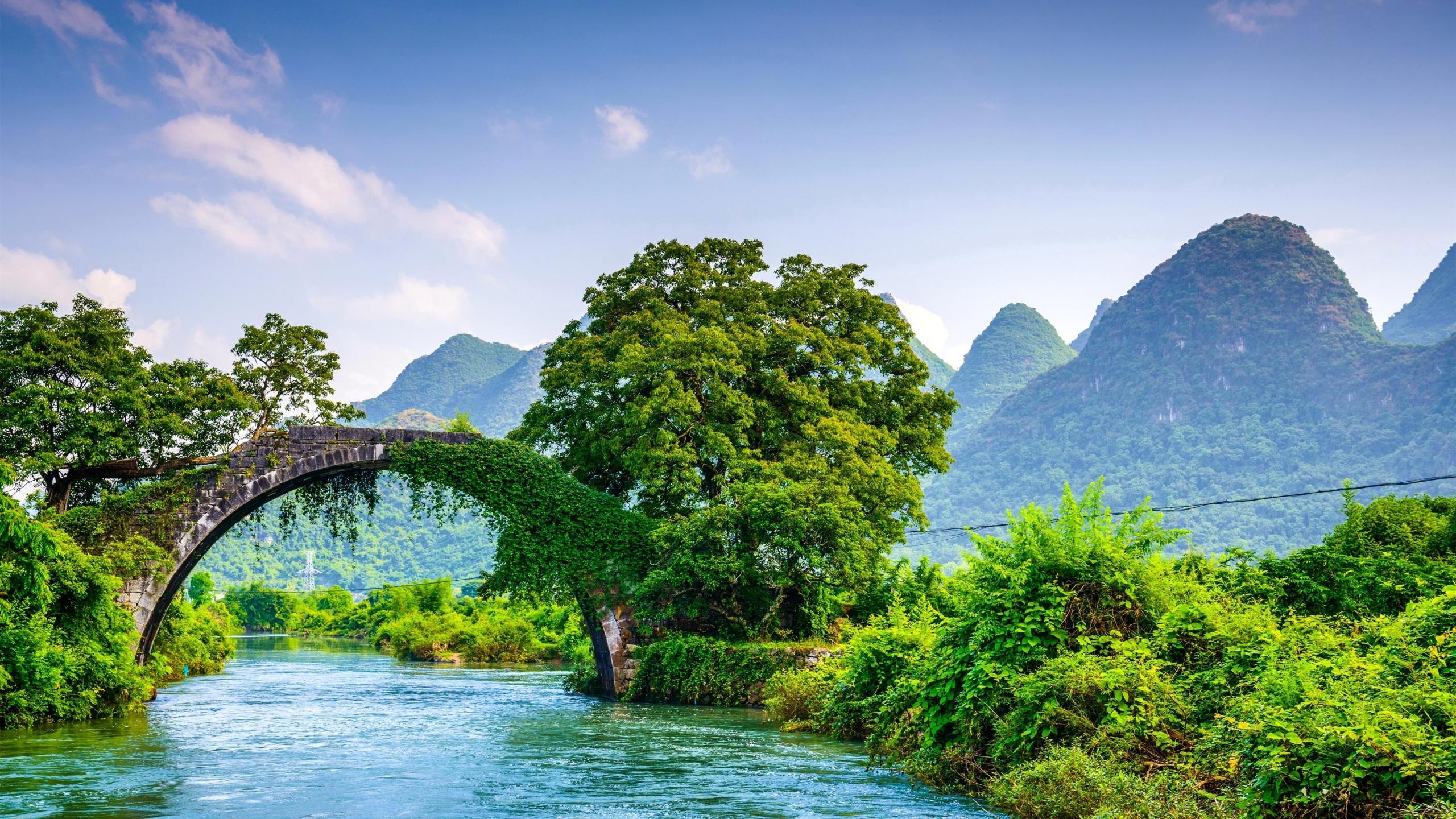 Фотографии Китай Guangxi Guilin гора Мосты Природа Реки 2560x1440 Горы мост река речка