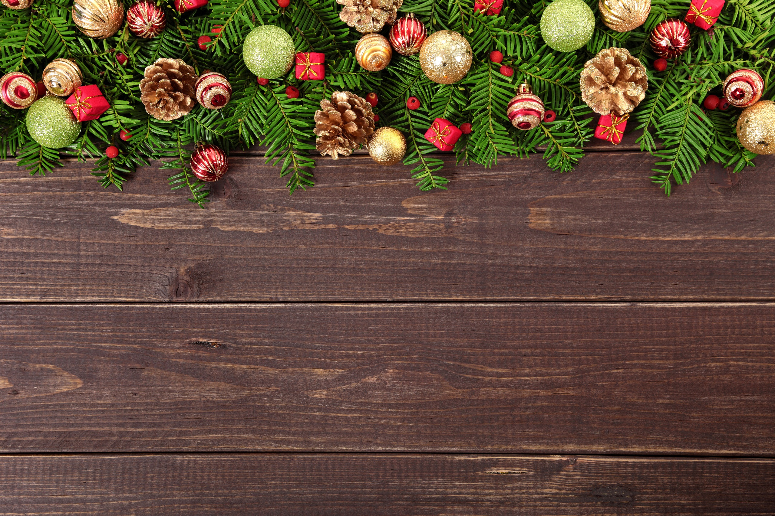 Картинка Рождество Шар шишка Доски 2560x1706 Новый год Шишки Шарики