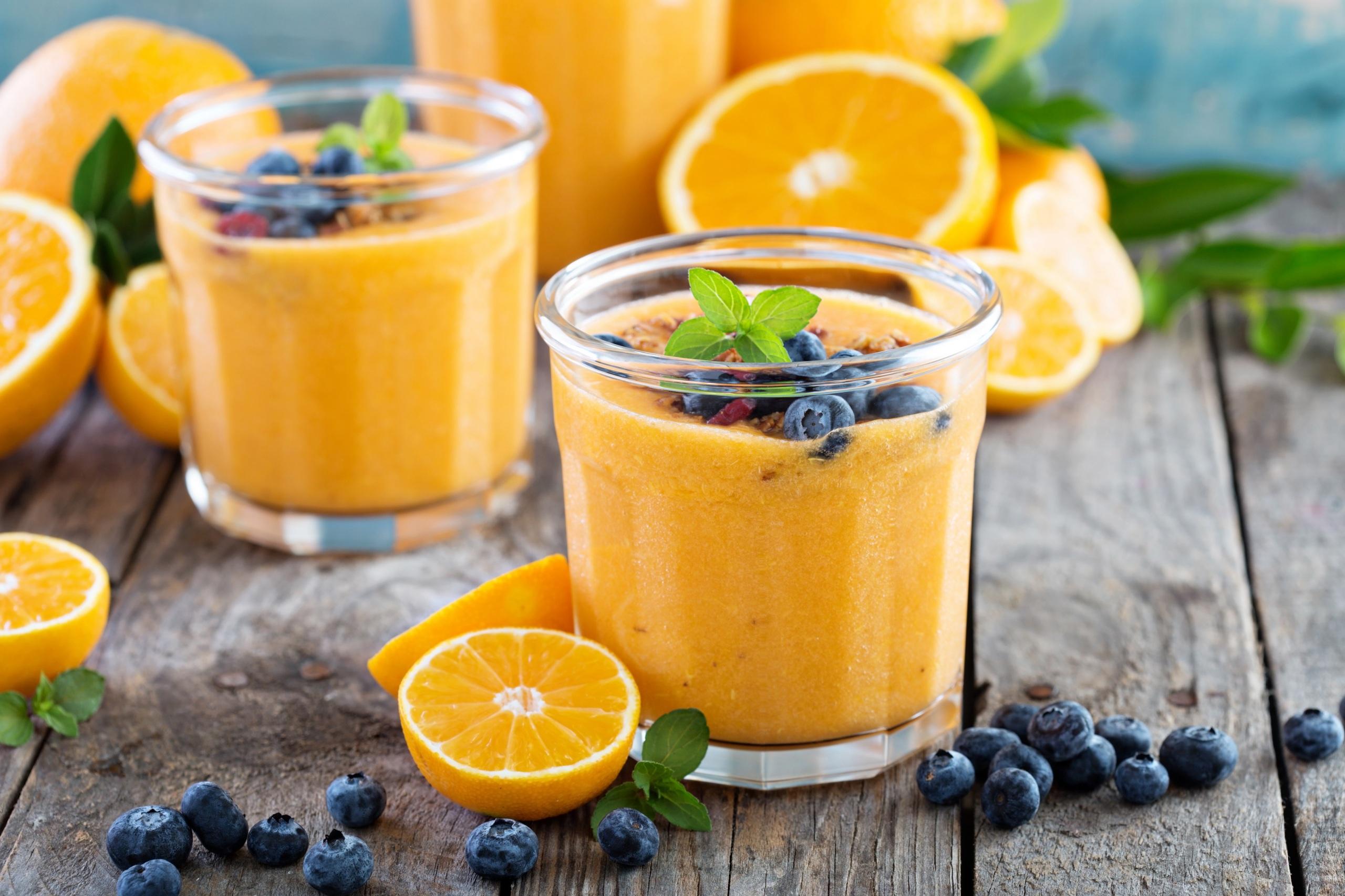 Картинки Сок Апельсин стакане Черника Продукты питания Доски 2560x1706 Стакан стакана Еда Пища