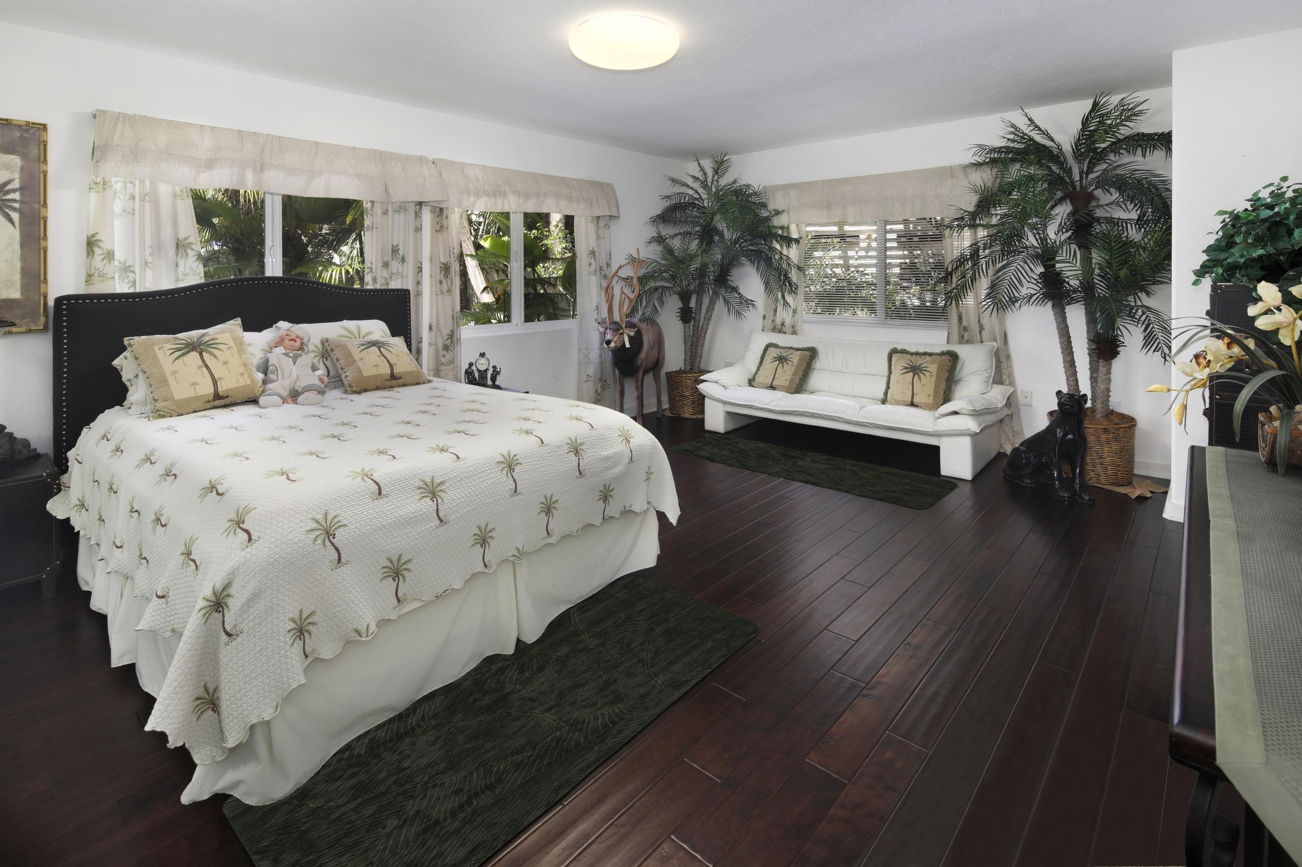 Фотография спальни Интерьер диване Кровать Подушки дизайна 2560x1706 Спальня спальне Диван кровате кровати подушка Дизайн