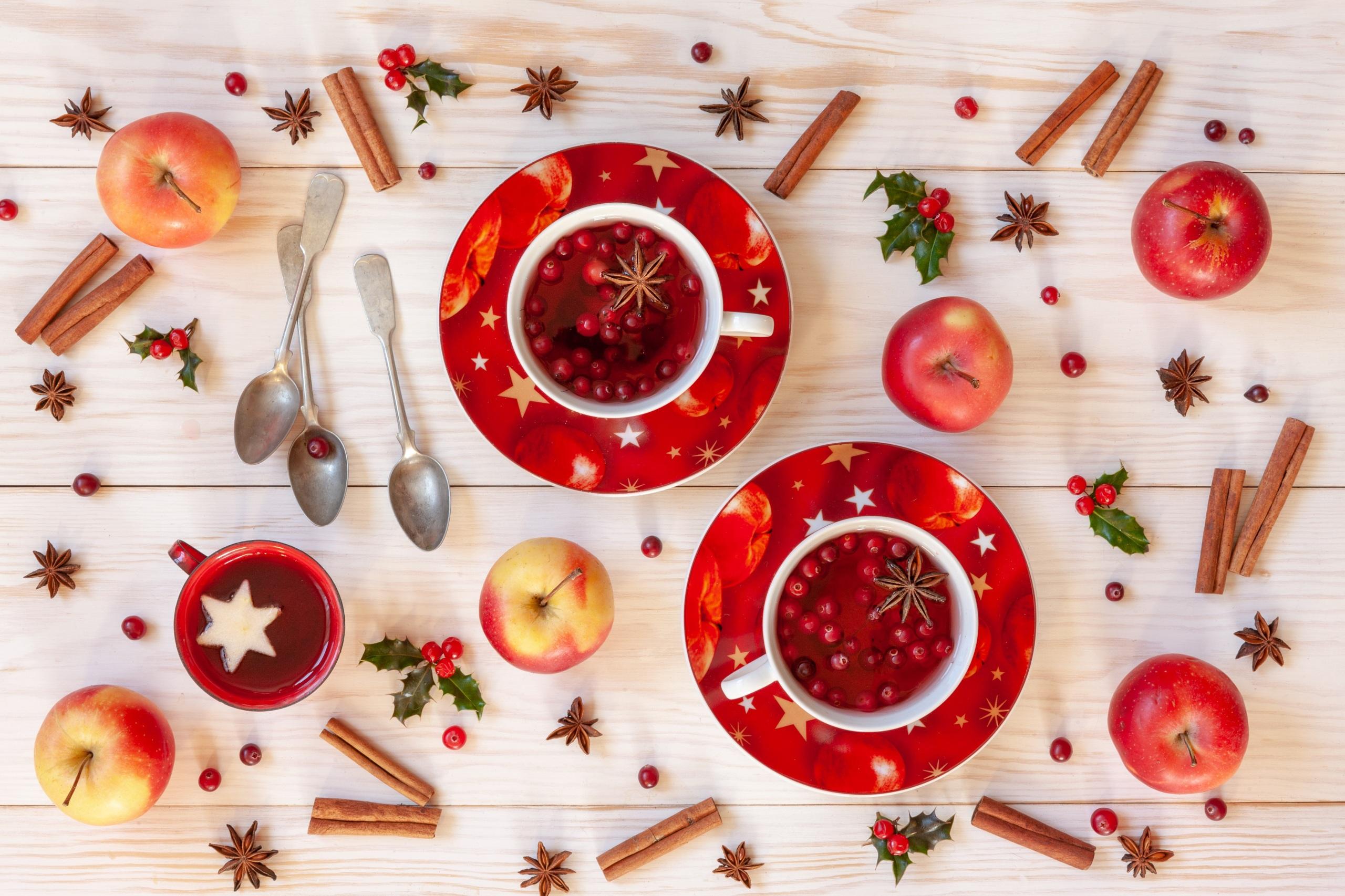 Картинки Рождество Яблоки Корица Пища Ложка чашке блюдца 2560x1706 Новый год Еда Чашка ложки Блюдце Продукты питания