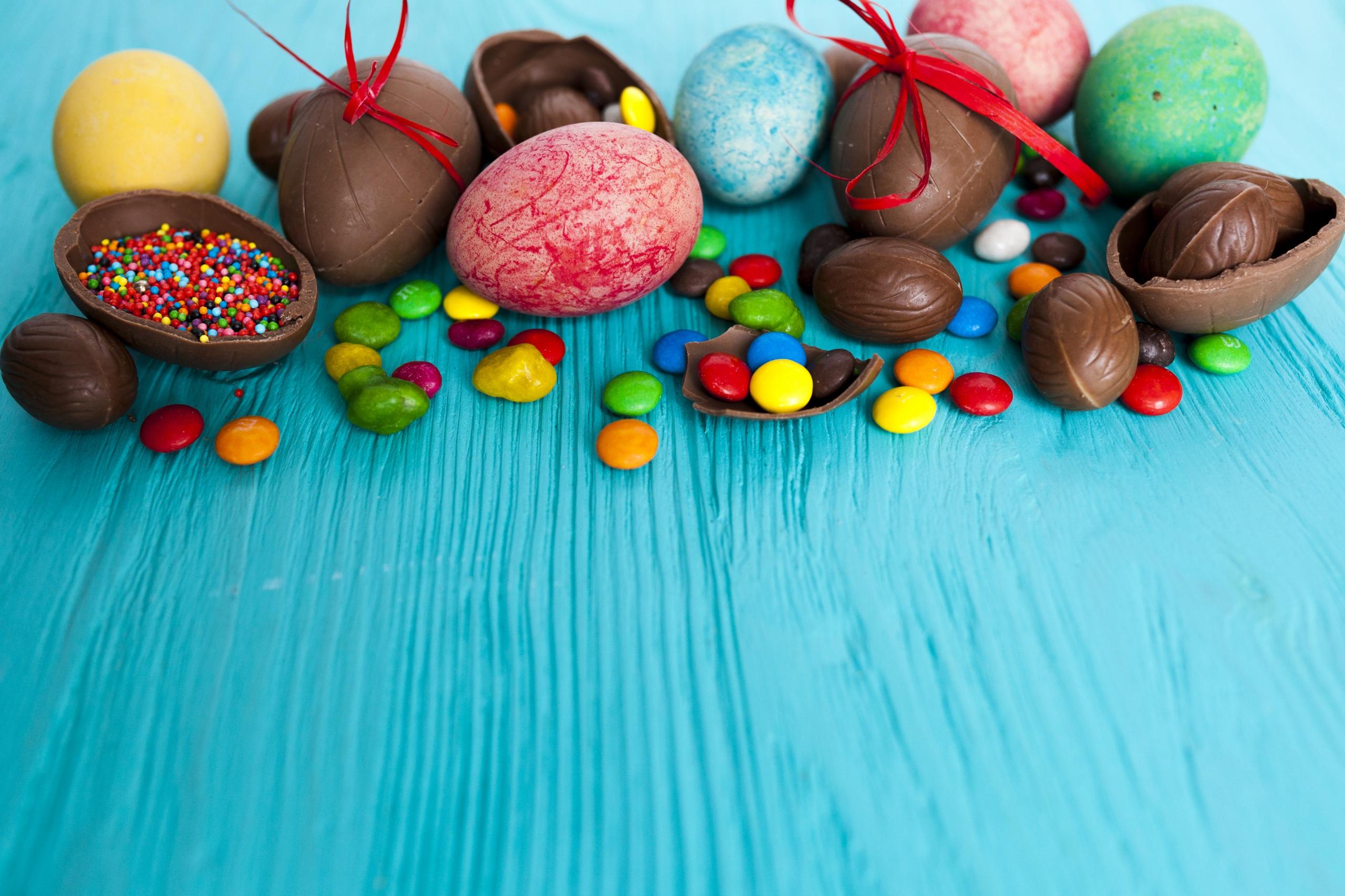 Фото Пасха яиц Шоколад Конфеты Еда сладкая еда 2560x1706 яйцо Яйца яйцами Пища Продукты питания Сладости
