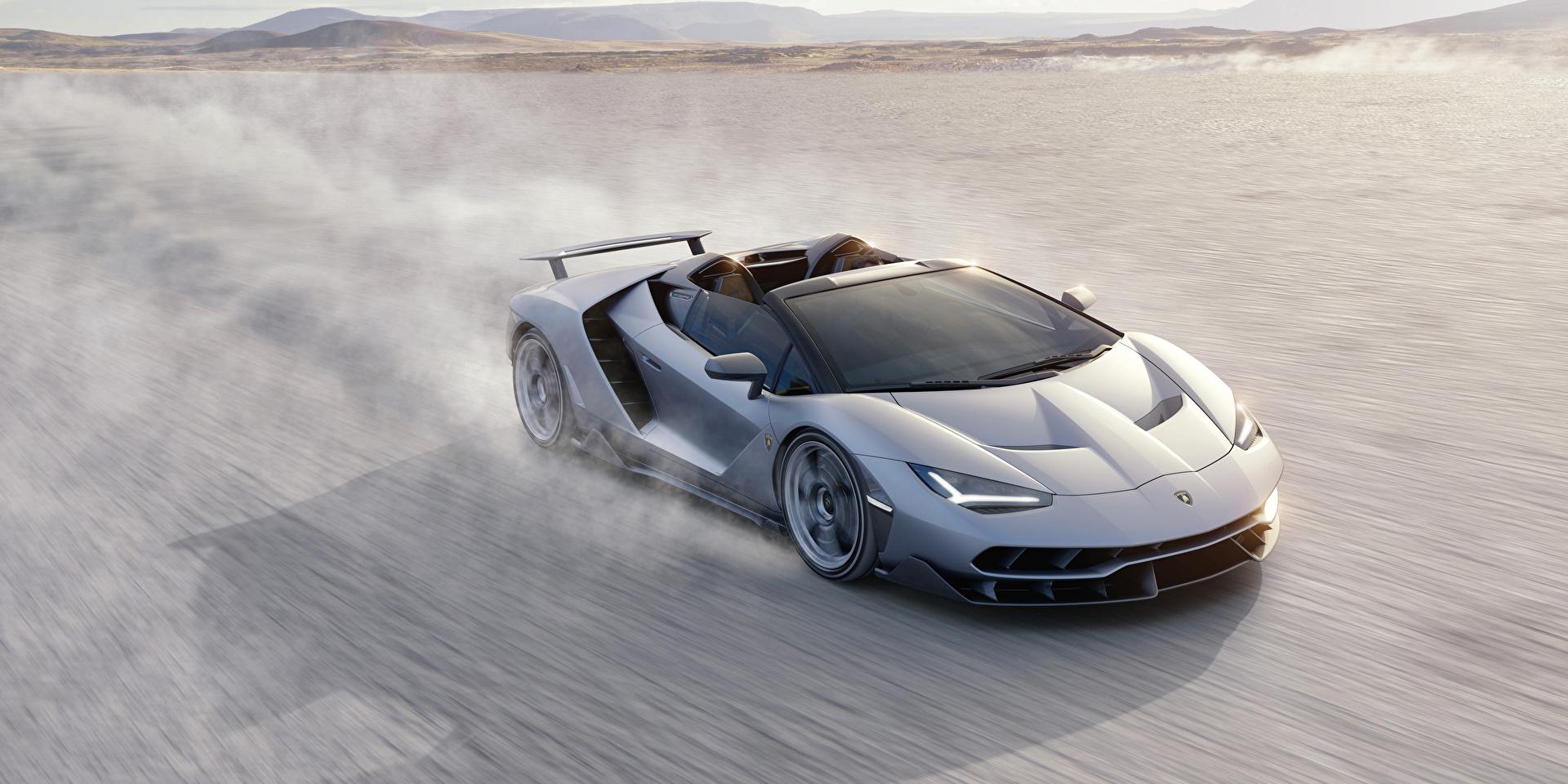 Картинки Lamborghini 2016 Centenario Roadster Родстер Роскошные Серебристый скорость машина 2560x1280 Ламборгини дорогие дорогой дорогая люксовые роскошная роскошный серебряный серебряная серебристая едет едущий едущая Движение авто машины автомобиль Автомобили