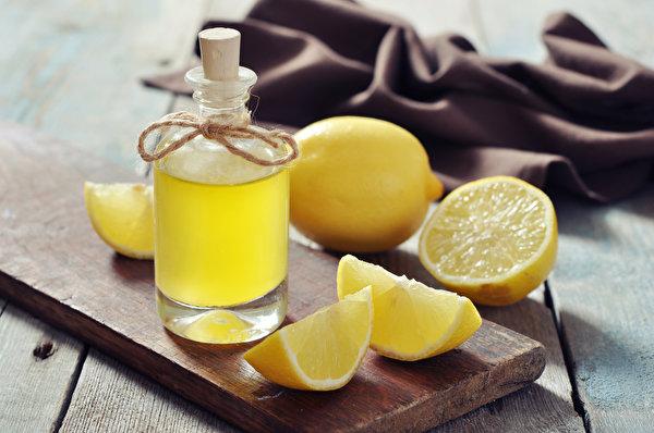Картинки Сок Лимоны Бутылка Продукты питания Крупным планом Напитки 600x398 Еда Пища бутылки вблизи напиток