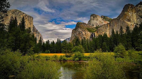 Озеро в горах cкринсейвер  Природа