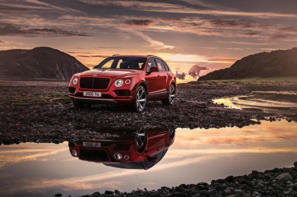 Картинка Bentley 2018 Bentayga V8 Worldwide красных автомобиль 600x399 Бентли красная красные Красный авто машины машина Автомобили