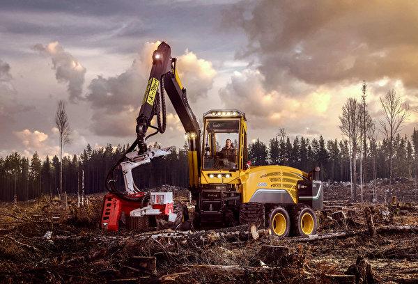 Фотографии Форвардер 2017-18 Eco Log 688E бревно 600x408 Бревна