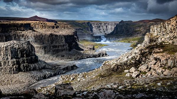 Картинки Исландия Jökulsárgljúfur Canyon Утес каньона Природа Реки Камни 600x337 Скала скале скалы Каньон каньоны река речка Камень