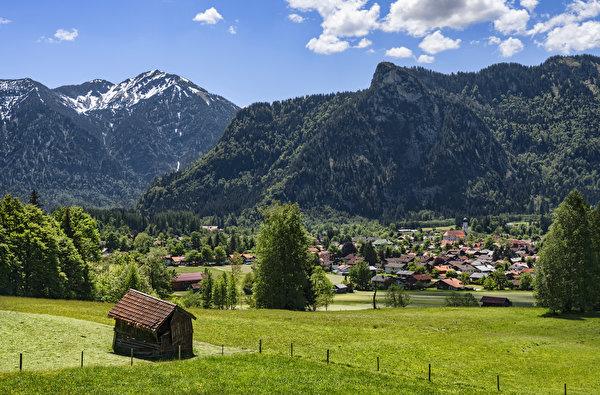 Картинка Бавария Германия Oberammergau гора Дома Города Деревья 600x395 Горы город Здания дерево дерева деревьев