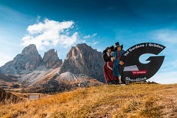 Обои для рабочего стола Италия Val Gardena, South Tyrol, Dolomites Горы Природа 600x399