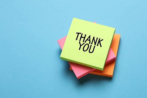 Фото Английский бумаге Thank YOU, Sticky notes слова Цветной фон 600x400 английская инглийские Бумага бумаги текст Слово - Надпись