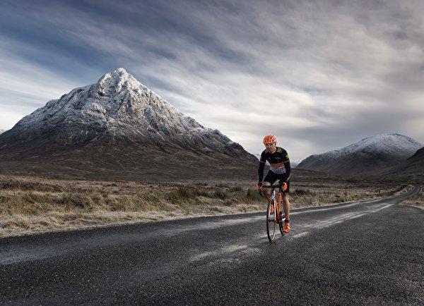 Фотографии Велосипед Горы Природа Дороги Движение 600x434 велосипеды велосипеде гора едет едущий едущая скорость