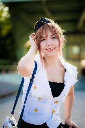 Картинки Стюардессы Улыбка молодые женщины Азиаты Униформа смотрят 300x450 для мобильного телефона стюардесс стюардесса улыбается девушка Девушки молодая женщина азиатки азиатка униформе Взгляд смотрит