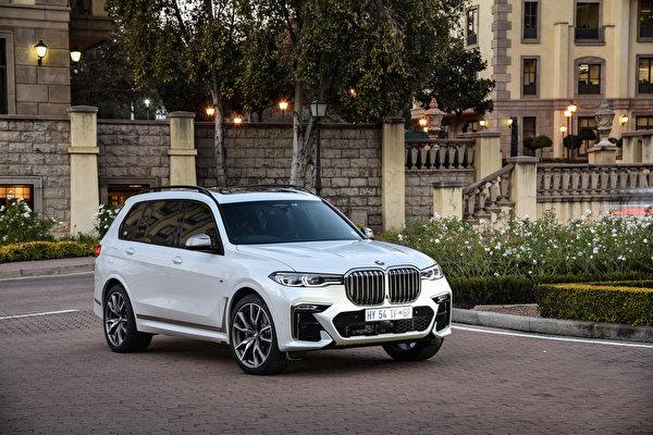 Картинка BMW Кроссовер 2019 X7 M50d Белый машина Металлик 600x400 БМВ CUV белая белые белых авто машины Автомобили автомобиль