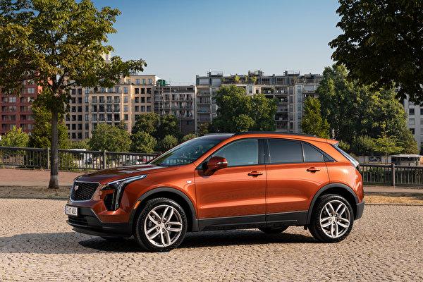Картинка Кадиллак CUV XT4 350D, Launch Edition Sport, 2020 Сбоку машины Металлик 600x400 Cadillac Кроссовер авто машина Автомобили автомобиль