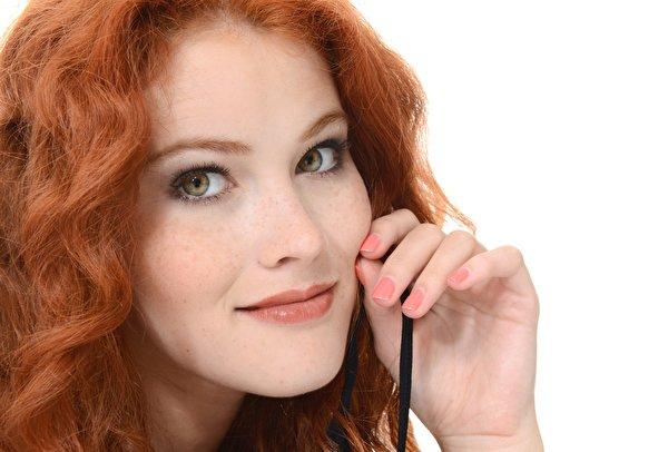 Картинка Heidi Romanova Рыжая Маникюр лица молодая женщина рука Взгляд 600x406 рыжие рыжих маникюра Лицо девушка Девушки молодые женщины Руки смотрит смотрят