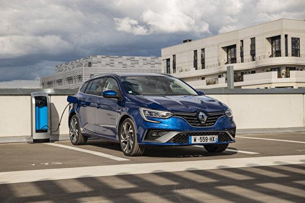 Картинки Renault 2020 Mégane E-TECH Plug-in Hybrid R.S. Line Estate Worldwide Парковка Гибридный автомобиль Синий машины Металлик 600x399 Рено паркинг стоянка парковке припаркованная синяя синие синих авто машина Автомобили автомобиль
