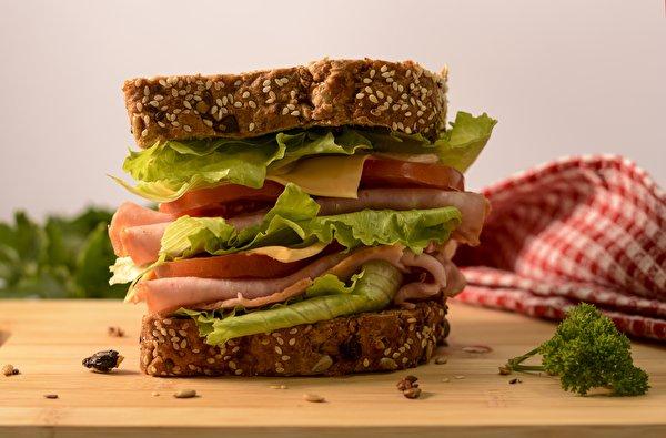 Фото Сэндвич Сыры Ветчина Продукты питания вблизи 600x395 Еда Пища Крупным планом
