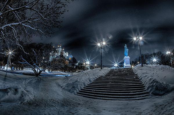 Картинка Россия Памятники Smolensk Зима лестницы снеге храм ночью Уличные фонари город 600x399 зимние Лестница Снег снега снегу Ночь Храмы в ночи Ночные Города