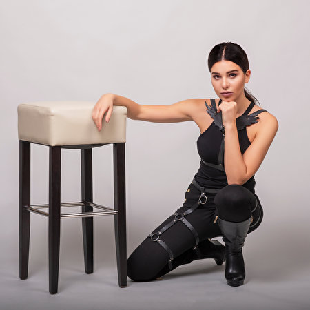 Фотографии Maryana Поза Девушки Руки Сидит Стулья Взгляд 450x450 позирует девушка молодая женщина молодые женщины стул сидя рука сидящие смотрит смотрят