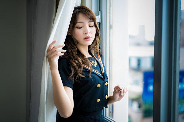 Картинки шатенки Размытый фон позирует Девушки азиатка Окно униформе 600x399 Шатенка боке Поза девушка молодая женщина молодые женщины Азиаты азиатки окна Униформа