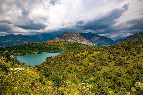 Картинки Sary-Chelek Lake, Kyrgyzstan гора Природа Озеро облачно 600x400 Горы Облака облако