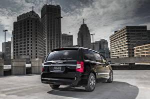 Фотография Chrysler Дома Черные Фар Сзади 2013 Town and Country S Города