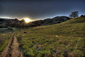 Обои Пейзаж США Рассвет и закат Калифорнии Лучи света Траве Тропы HDRI Малибу Природа