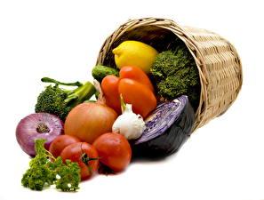 Картинка Овощи Помидоры Перец овощной Лук репчатый Корзины Еда