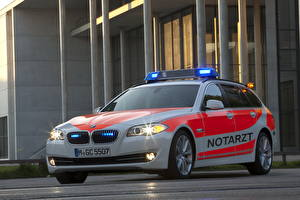 Обои БМВ Полицейский 2012 5er E61 paramedic vehicle Автомобили
