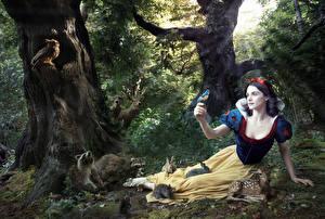 Обои Леса Рэйчел Уайс Snow White Фэнтези Животные Девушки Знаменитости