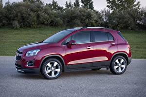 Фотографии Chevrolet Бордовые Металлик Сбоку 2012 Trax Автомобили