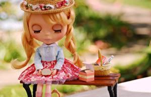 Картинки Игрушки Куклы Скамейка Девочки Коса