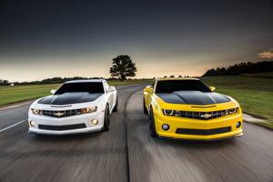 Фотографии Chevrolet Дороги Желтая Белый Спереди 2013 Camaro 1LE авто