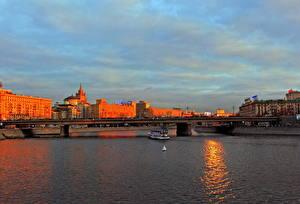 Картинки Москва Россия Мосты Небо Реки Облака город