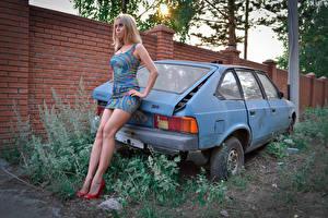 Фотография Платье Старые молодые женщины Автомобили