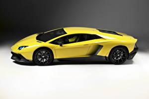 Фотографии Lamborghini Желтый Дорогой Сбоку 2013 Aventador LP 720-4 50mo anniversario машина