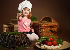 Фото Овощи Повар Девочки Корзины ребёнок