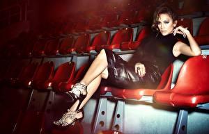 Фотография Jennifer Lopez Стулья Девушки