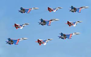 Фотография Самолеты Истребители Су-27 Летят МиГ-29